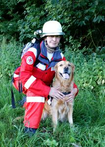 Bessie Wilhelm ist Rettungshundeprüferin im DRK