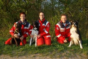 Drei weitere geprüfte Rettungshundeteam im BRK Regensburg